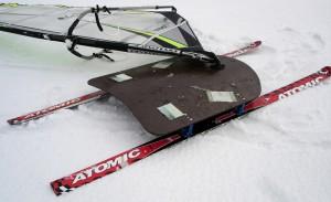 Двухлыжный виндсерфинг на снегу